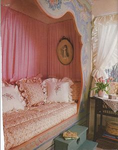 Ooh So Shabby. Girlies would LOVE this 'princess' bed Style Shabby Chic, Shabby Chic Cottage, Shabby Chic Homes, Shabby Chic Decor, Alcove Bed, Bed Nook, Shabby Chic Bedrooms, Shabby Chic Furniture, Girls Bedroom
