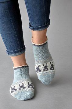 Bunny Got Back Sockenmuster von Amy Gunderson – DIY Stricken Knitting Patterns Free, Knit Patterns, Free Knitting, Free Pattern, Knitting Machine, Vintage Knitting, Knitting Needles, Stitch Patterns, Crochet Hood