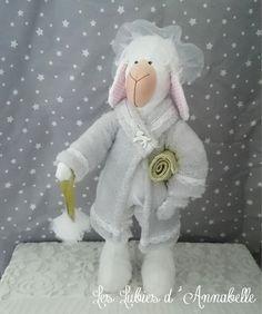 Mouton en sortie de bain Shabby Chic/ peluche/ Poupée à collectionner : Accessoires de maison par leslubiesdannabelle