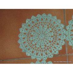 réf 058- diamètre 12 - prix 1.50 euros Napperon Crochet Fait Main Vert existe 4 ex
