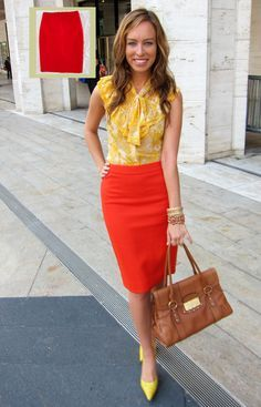 22 Perfect Orange Skirt Outfits For Fashionable Ladies - Styleoholic Red Skirt Outfits, Red Skirts, Chic Outfits, Orange Skirt Outfit, Casual Pencil Skirt Outfits, Rock Outfits, Girly Outfits, Work Fashion, Work Attire