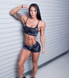 Loris Slayer is a fitness model known for her awesome physique. Women's Muscular Legs, Ashley Horner, Fitness Icon, Post Workout Food, Weight Loss Secrets, Height And Weight, Workout Shorts, Biceps, Role Models
