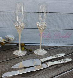 Wedding Knife Set, Wedding Lasso, Wedding Table, Wedding Gifts, Toasting Flutes, Wedding Toasts, Bridal Stores, Champagne Glasses, Crystal Wedding