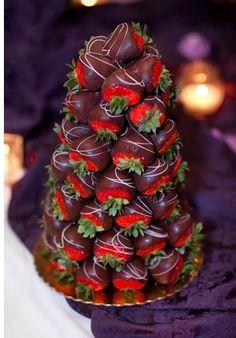 Mmmm, light-choklete coverd strawberries!