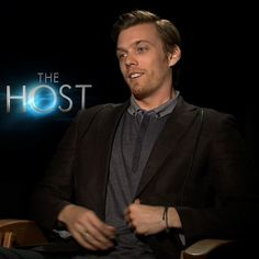 "Video | Max Irons and Jake Abel on Their ""Muscular, Tanned"" Competition For The Host :D WHO GAVE HIM PERMISSION TO BE BRITISH? THIS IS NOT OKAY. *dead*"
