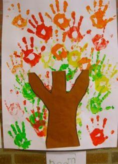 juf Florine :: florinehorizon.yurls.net L Bladeren van handafdrukken Easy Fall Crafts, Crafts For Kids To Make, Art For Kids, Kids Crafts, Infant Activities, Activities For Kids, Decoration Creche, Fall Preschool, Trunk Or Treat