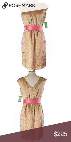 """🆕 NWT Lilly Pulitzer Houndstooth Silk Dress Sz 4 NWT Lilly Pulitzer Houndstooth Patterned Silk Dress Size 4  Description: A-Line silhouette Knee length Boat neckline Pink Printed Dry clean only 100% Silk Measurements: 34"""" Chest, 36"""" Length  ⭐️Bundle for Discounts⭐️  🌺15% off 2+ Items! 🌺 Lilly Pulitzer Dresses"""