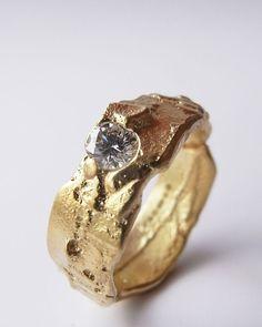Freeform ring in 18ct yellow gold with brilliant cut diamond. Kelvin J Birk 2014 #jewelrydesign #gold #diamond #ring #jewelryart