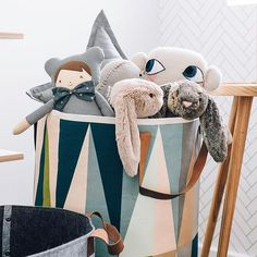What are colours are you loving in kid's bedrooms lately? In Thomas's toddler bedroom we have a beautiful mixture of colours focusing mainly on navy and tan. You can find the full room tour in the Annual Edition of @mintymagazine or on my blog by the end of the month #Regram via @oh.eight.oh.nine