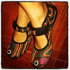 Zapatos de mola. #mola #colombia #artesanias