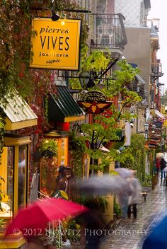 Street scene in old town in Quebec's Lower City in the rain / © 2012 Richard Nowitz Photography