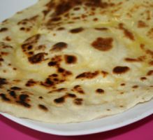 naan au fromage The real one. A tester! Cooking Chef, Easy Cooking, Cooking Recipes, Crepes, Comida India, Good Food, Yummy Food, Healthy Food, Salty Foods