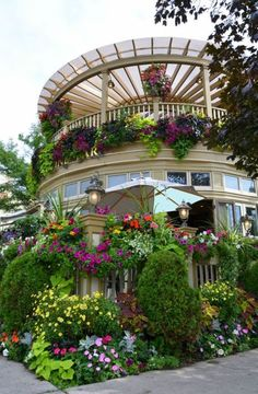Wouldn't you love to have a sunroom & deck with all these flowers in bloom. WOW