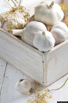 10 aliments pour la santé du foie : ail, pamplemousse, curcuma, betterave, verdures, thé vert, choux, citron, noix, avocat