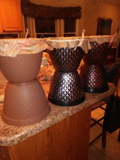 African-Inspired Drum Dollar store planters, craft paper, twine or raffia Safari Party, Safari Theme, African Party Theme, Group Vbs, Drum Lessons For Kids, Drum Craft, Jungle Decorations, African Drum, Vbs Themes