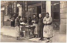 路边小吃摊 Shanghai 1920s Vintage Photographs, Vintage Photos, Chinese Style, Chinese Fashion, Time In China, Temple India, Old Shanghai, Ancient China, Mongolia