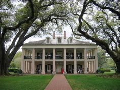 Oak Alley Plantation, a columned estate near New Orleans. There's something about classic pillared and white wooden siding that never gets old. In honor of our Founding Fathers.  I do not know where this is, but I would love to visit it.