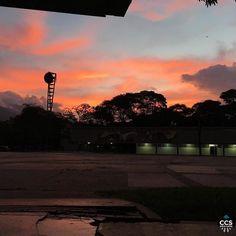 Te presentamos la selección del día: <<AMANECERES>> en Caracas Entre Calles. ============================  F E L I C I D A D E S  >> @isabelladbf << Visita su galeria ============================ SELECCIÓN @teresitacc TAG #CCS_EntreCalles ================ Team: @ginamoca @huguito @luisrhostos @mahenriquezm @teresitacc @marianaj19 @floriannabd ================ #amanecer #Caracas #Venezuela #Increibleccs #Instavenezuela #Gf_Venezuela #GaleriaVzla #Ig_GranCaracas #Ig_Venezuela #IgersMiranda…