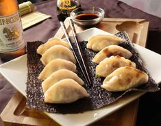 Dumplings Receta, Gyoza, Asian Recipes, Ethnic Recipes, Asian Cooking, Dim Sum, Japanese Food, Hot Dog Buns, Tapas
