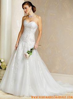 Robe A-ligne en satin et organdi ornée de broderies et de perles belle robe de mariage