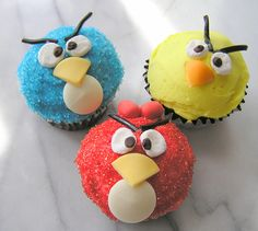 Making fun cupcakes with Kelly!  yay Angry Birds!