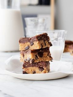 Peanut Butter Cookie Dough Superfood Bars New post! These delectable Raw Peanut Butter Cookie Dough Superfood Bars! by post! These delectable Raw Peanut Butter Cookie Dough Superfood Bars! Raw Peanut Butter, Peanut Butter Cookie Bars, Cookie Dough Bars, Chocolate Chip Cookie Bars, Butter Bar, Almond Butter, Almond Flour, Vegan Desserts, Dessert Recipes