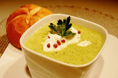 zupa brokułowa z serem http://pascalbrodnicki.pl/index.php?m=przepisy=1_cat=0_poz=333