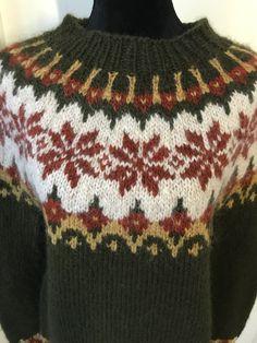 Own design in Icelandic Alafosslopi yarn.