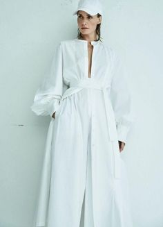Amber Valletta Fronts 'White Issue' Lensed By Mario Testino For Vogue Ukraine April 2017 — Anne of Carversville Cozy Fashion, White Fashion, Fashion Photo, Women's Fashion, Mario Testino, Vanity Fair, Runway Fashion, Fashion Outfits, Fashion Trends