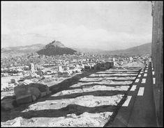https://flic.kr/p/ZqppbK | Στη σκιά του Παρθενώνα. Φωτογραφία: Antoine Bon από το βιβλίο Retour en Grèce, 1938.