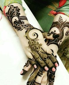 These Simple Mehndi Designs 2018 for Hands will leave hard lovely impact on you with joy and happiness. Khafif Mehndi Design, Floral Henna Designs, Finger Henna Designs, Mehndi Designs 2018, Mehndi Designs For Girls, Mehndi Design Photos, Wedding Mehndi Designs, Mehndi Designs For Fingers, Dulhan Mehndi Designs