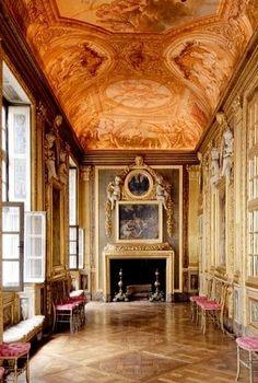 Hôtel des Ambassadeurs de Hollande, Paris La galerie de Psychée (Michel 1er Corneille, ca 1660), un des joyaux du monument