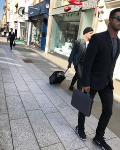 Mayfair Street Style! #streetstyle #mayfair #mayfairstreetstyle @london @troy_wise @5by5forever #london #londonstyle #ldn #fashionmeetsthestreets #iastreetstyle #streetsoflondon #style #fashion #fashionphotography #fashionblogger #streetphotography #humansoflondon #loveit #fashionable #uk #britishfashion #summer2017 #2017 #ia #candid #thisislondon #instalike #instafashion #instastyle #rickguzman #troywise