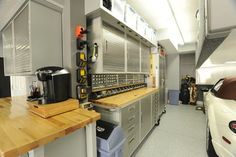 Man Cave Garage Company : Turn your garage into a man cave
