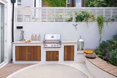 Backyard Landscaping Ideas – This small patio space is ready for a party with its built-in BBQ and plenty of seating - This modern landscaped garden has a bespoke outdoor kitchen with a bbq, counter space and storage. Contemporary Patio, Outdoor Decor, Outdoor Kitchen Design, Outdoor Living, Modern Outdoor Kitchen, Small Patio Design, Small Patio Spaces