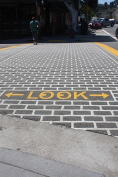 """LOOK"" right, left, then right again when crossing the street! Street Mural, Street Art, Art For Change, Road Markings, Pedestrian Crossing, Roads And Streets, Walking Street, Sand Sculptures, Building Art"