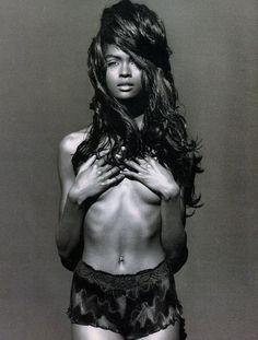 Karen Alexander by Herb Ritts for Vogue Italia April 1990. Fashion editor: Franca Sozzani. Hair stylist: Peter Savic. Makeup artist: Joanne Gair. #fashion #90sfashion