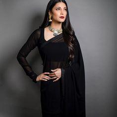 Shruthi Hassan looks drop dead gorgeous in Black saree Bollywood Saree, Bollywood Fashion, Saree Fashion, Bollywood Celebrities, Bollywood Actress, Indian Dresses, Indian Outfits, Pakistani Dresses, Indian Sarees