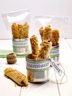 Pikanter Snack aus knusprigem Hefeteig und herzhafter Füllung - perfekt für jede Party