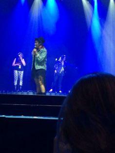 Demi soundcheck en The Honda Center in Anaheim, CA #NeonLightsTour 13-02-14