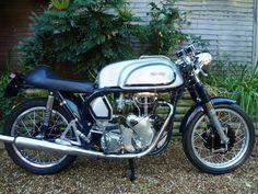 British Motorcycles, Racing Motorcycles, Vintage Motorcycles, Norton Bike, Norton Manx, Vintage Cycles, Vintage Bikes, Cafe Racer Motorcycle, Old Bikes