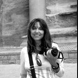 """Petra, Jordania, 1987. © """"""""Sin mi cámara NO"""", fotografías personales que dan """"fe de vida"""" de la presencia física de la fotógrafa Gloria Giménez que estaba en el lugar """"del instante fotografiado"""" de sus Portfolios . Desde sus inicios 1991 hasta la actualidad."""