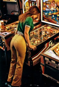 Playboy Playmate Vicky Witt playing pinball in 1978 [xpost /r/geekboners] Roller Derby, Roller Rink, Roller Disco, 70s Fashion, Vintage Fashion, Dittos Jeans, Pinball Wizard, Pinball Games, Arcade Games