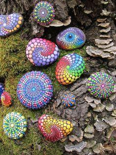 Hand painted Mandala Stone in Purple 2020 – Kunsthandwerk – Crafts Dıy 2020 Mandala Painting, Pebble Painting, Dot Painting, Pebble Art, Stone Painting, Garden Painting, Mandala Art, Stone Crafts, Rock Crafts