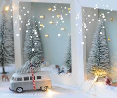 Eine Winterlandschaft im Bilderrahmen bringt Vorfreude in die Weihnachtszeit. Unser DIY aus kleinen Figuren und Lampen ist einfach gemacht.