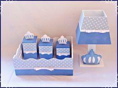Kit higiene de MDF decorado com tecido e pintura, tema príncipe, faço em outros temas. Contem 1 bandeja com 3 caixinhas e um abajur.