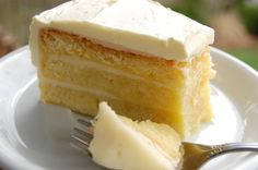 Cake lovers can never get enough of cakes, right? Cakes are perfect. For all the cake lovers, Winni brings you these tasty cake to bless your taste buds. Food Cakes, Cupcake Cakes, Cupcakes, Types Of Sponge Cake, Types Of Cakes, Bolo Genoise, Eggless Sponge Cake, Online Cake Delivery, Flourless Cake