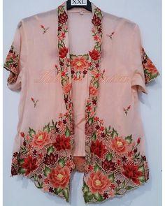 New embroidery designs for kurtis salwar suits ideas New Embroidery Designs, Etsy Embroidery, Embroidery Flowers Pattern, Shirt Embroidery, Embroidery Fashion, Kebaya Lace, Kebaya Hijab, Batik Kebaya, Fashion Nova Tops