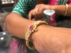 Kada diamonds Plain Gold Bangles, Gold Bangles Design, Jewelry Design, Bracelet Designs, Necklace Designs, Crystal Bracelets, Bangle Bracelets, Necklaces, Black Diamond Bracelet