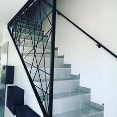 Garde corps escalier Modern guard for staircase made of steel. Made to order and customized. Contact us for more information. Diy Staircase Railing, Stair Railing Design, Metal Stairs, Painted Stairs, Wooden Stairs, Modern Staircase, Escalier Design, Grades, Stairs Architecture